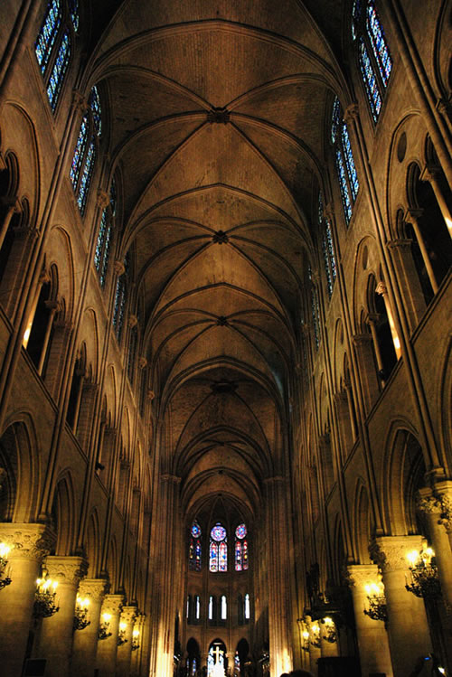Another interior picture of Notre Dame (Image Credit: eugene (Flickr))