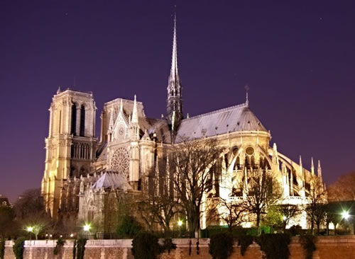 Notre Dame at night (Image Credit: Atoma [wiki])