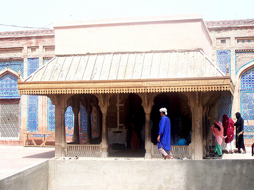 Muhammad Hussain Khalipha on Darbar Hazrat Jalal ud Din Surkh posh Bukhari at Uch Sharif